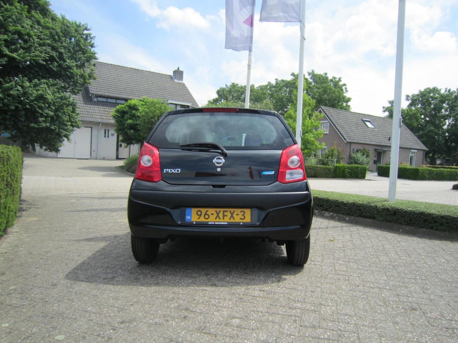 Nissan-Pixo-4