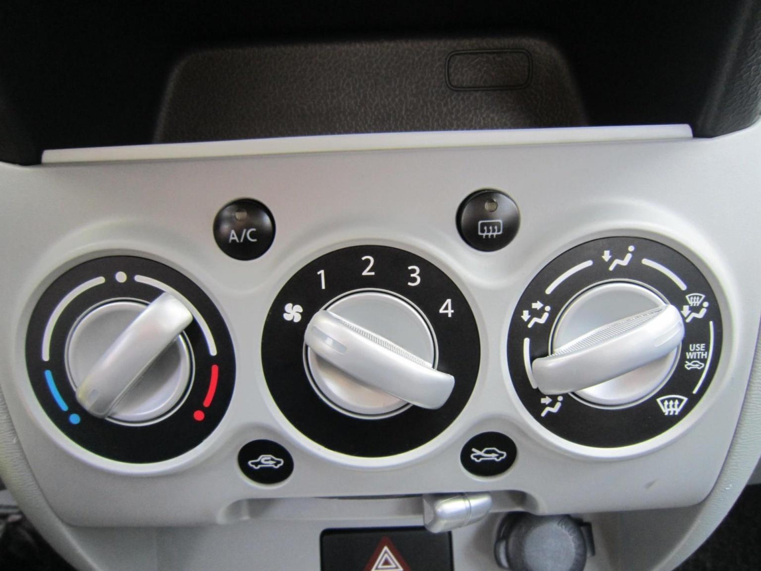 Nissan-Pixo-13